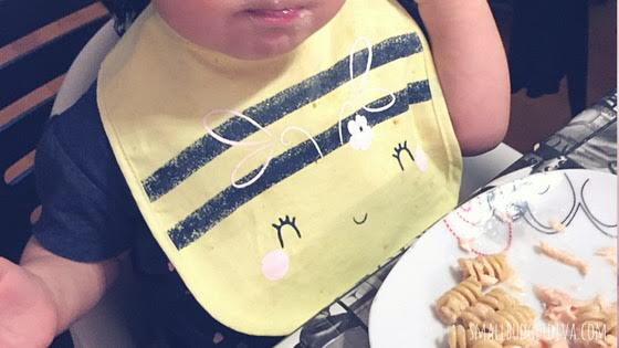bavaglini_guida_bambina con bavaglino ape